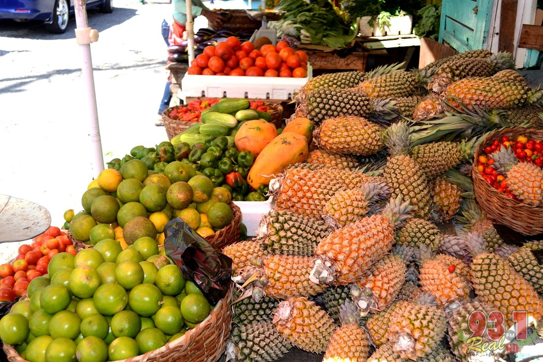 Pinapples,oranges,peppers and other fruits are always ready for sale at Bourda